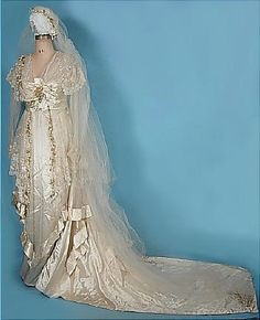 Early 1910s Ecru Satin Trained Wedding Gown with Lace,Wax Orange Blossoms and Original Veil. Debenham & Freebody,London {showing veil}