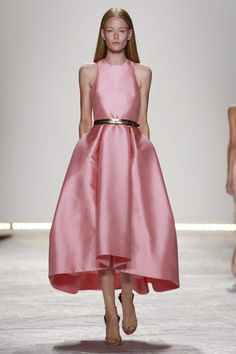 "skaodi: ""Monique Lhuillier Spring/Summer New York Fashion Week. Look Fashion, Runway Fashion, Fashion Show, Ny Fashion, Fashion Trends, Monique Lhuillier, Beautiful Gowns, Beautiful Outfits, Marchesa"