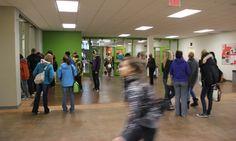 Le tecnologie fanno bene alla scuola? L'apprendimento interattivo è più efficace? Il grado di interesse dimostrato dagli studenti è un indicatore più affidabile dei voti?