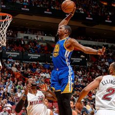 Kevin Durant with the dunk!!