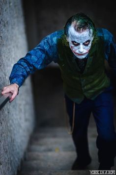 this-heath-ledger-joker-cosplay-is-insanely-unsettling2