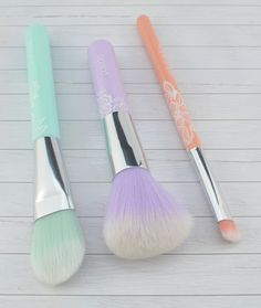 Essence eyeshadow brush, powder brush, make-up brush