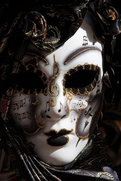 venetian mask | Venetian Masks: Tradition and History | i found this to be very informative