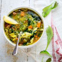 Lemon Turmeric Chicken Quinoa Soup with Mustard Greens and fresh dill. It is a super flavorful and healthy soup for cold season. Indian Food Recipes, Whole Food Recipes, Healthy Recipes, Healthy Soup, Healthy Eating, Onion Benefits, Cooking Mustard Greens, Quinoa Health Benefits, Chicken Quinoa Soup