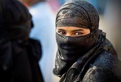 Pesquisa revela como os muçulmanos realmente acham que as mulheres devem vestir-se