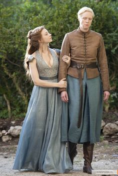 Margaery Tyrell and Brienne of Tarth - Natalie Dormer and Gwendoline Christie in Game of Thrones Season 4 (TV series).