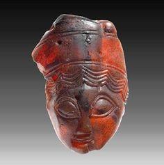 Amber pendant from Magna Graecia, 4th century BCE