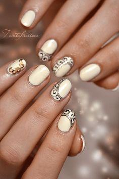 Nail art petit ornement de spirales ongles courts                                                                                                                                                                                 Plus