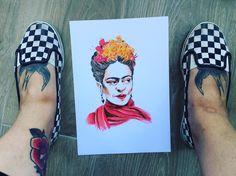 No he encontrado forma más gratuita de enseñaros mis preciosas bailarinas rescatadas del baúl de los recuerdos, y la colección de moratones y cicatrices que decoran mis piernas 👊🏻 Ah, y felicidades atrasadas, Frida de mi corazón ❤️ #andrealosantos #ilustracion #illustrator #illustration #frida #fridakahlo #colourpencils #pencil #art #artwork #vans #tattoo #traditionaltattoo #dibujo #drawing #draw