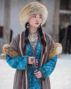 Pretty People, Beautiful People, Beautiful Women, Costume Ethnique, Ethno Style, Folk Costume, World Cultures, Costume Design, Traditional Outfits