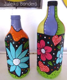 Garrafa reciclada Glass Bottle Crafts, Wine Bottle Art, Painted Wine Bottles, Painted Wine Glasses, Bottle Drawing, Bottle Painting, Mosaic Bottles, Jar Art, Altered Bottles