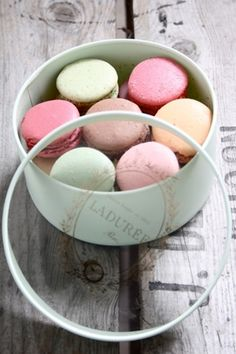 Macaroons Store Laduree My Favourite !!!