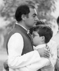 Rajiv Gandhi with Rahul History Of India, Women In History, World History, Rare Pictures, Historical Pictures, Rare Photos, Rajiv Gandhi, Birthday Wishes For Friend, India Facts