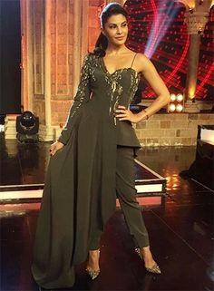 Jacqueline at Indias Got Talent Pakistani Formal Dresses, Indian Gowns Dresses, Indian Fashion Dresses, Indian Designer Outfits, Indian Outfits, Designer Dresses, Fashion Outfits, Style Fashion, Jacqueline Fernandez