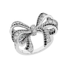 Chanel. White gold ring set with white and black brilliant-cut diamonds. Camélia Brodé collection