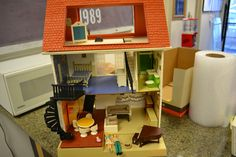 Vintage Fisher Price 1977 Large Doll House Dollhouse Furniture Family | eBay
