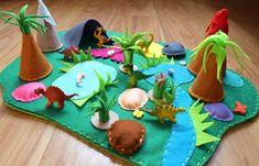Дино Войлок Играть Мате Добро пожаловать в Dino Playscape! Этот игровой коврик включает в себя: войлок коврик, 6 динозавров, 2 дерева, 2 горы, 2 растения, 2 камня, а также пещеры, озера и другие детали. Эта игра коврик меры примерно 20 дюймов в ширину на 13 дюймов в длину. Цвета и аксессуары могут Dinosaur Theme Preschool, Dinosaur Play, Felt Crafts Diy, Felt Diy, Felt Play Mat, Play Mats, Soap Handmade, Pop Up Play, Felt Books
