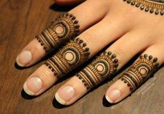 Simple Mehendi designs to kick start the ceremonial fun. If complex & elaborate henna patterns are a bit too much for you, then check out these simple Mehendi designs. Finger Henna Designs, Henna Art Designs, Mehndi Designs 2018, Mehndi Designs For Girls, Mehndi Designs For Beginners, Modern Mehndi Designs, Mehndi Designs For Fingers, Beautiful Henna Designs, Fingers Design