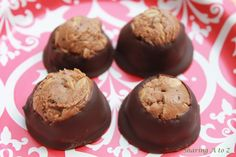 Healthier buckeye cookies Candy Recipes, Pie Recipes, Great Recipes, Cookie Recipes, Dessert Recipes, Desserts, Buckeye Cookies, Candy Cookies, Protein Cookie Recipe