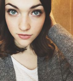 +5 por Violett Beane (La hija del Dr. Wells en 'The Flash')