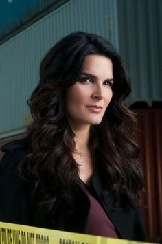 love Angie Harmon's hair on Rizzoli and Isles