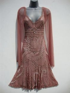 Vintage long bead flapper dress size 10 us 6 gatsby deco wedding sheer nude I wore a lot of vintage in the I had a dress very much like this. You could get vintage clothes for less than new clothes. Image Fashion, 20s Fashion, Fashion History, Art Deco Fashion, Retro Fashion, Vintage Gowns, Mode Vintage, Vintage Outfits, Vintage Hats