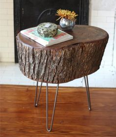 Easily make a natural side table with a slice of tree stump and 3 hairpin legs! Stump Table, Side Table, Mobile Table, Log Table, Chair, Furniture, Coffee Table Wood, House Decor Rustic, House Interior