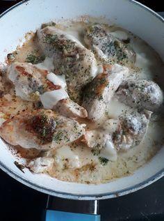 Tejszínes mustáros csirkemell, 15 perc alatt kész ez a bámulatos szaftos finomság! Food And Drink, Health Fitness, Dishes, Curry, Meat, Chicken, Recipes, Curries, Tablewares