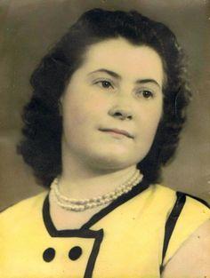 Je dépose  la photo de ma maman jeune  elle était si belle  et si douce <3 elle me manque