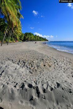 La longue plage du #Carbet sur la côte Caraïbe entre Fort de France et Saint-Pierre. #Martinique.