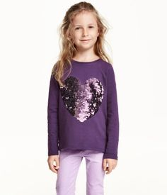 Long-sleeved top in soft jersey with a motif at front and a short slit at back of hem.