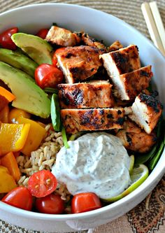 Chicken Buddha Bowl - My Recipe MagicYou can find Bowls recipe easy and more on our website.Chicken Buddha Bowl - My Recipe Magic Healthy Meal Prep, Healthy Snacks, Healthy Recipes, Healthy Food For Dinner, Healthy Drinks, Clean Food Recipes, Yummy Healthy Food, Healthy Low Carb Meals, Dinner Recipes