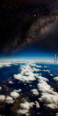 La foto fue tomada a 35.000 pies en el día.