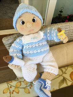 Que os parece mi bebé amigurumi?. Lo he conseguido hacer gracias a la ayuda del patrón de drive.google.com. Con algunas modificaciones e incorporaciones personales.