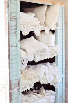Lovely linens!!! Wish this era in time would have lasted FOREVER!!!!