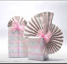 Cake inspiration: wafer paper with silver Creative Gift Wrapping, Creative Gifts, Wrapping Ideas, Japanese Gift Wrapping, Christmas Gift Wrapping, Christmas Gifts, Gift Wrapping Techniques, Gift Wraping, Jar Gifts