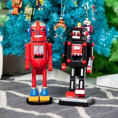 Robot Nutcracker (your contribution to MOM's collection. Hahahahaah)