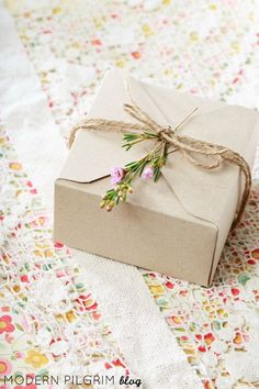 This simple gift wrap idea using craft paper, twine, and a sprig of flowers is a beautiful sentiment for this time of year when nature is in full bloom. Creative Gift Wrapping, Gift Wrapping Paper, Creative Gifts, Wrapping Ideas, Craft Packaging, Gift Wraping, Homemade Art, Sustainable Gifts, Simple Gifts