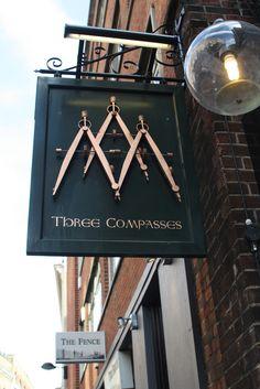 Originální a nadčasová vývěsní cedule: Three Compasses, Cowcross Lane Wayfinding Signage, Signage Design, Pub Signs, Shop Fronts, Environmental Graphics, Business Signs, Store Signs, Hanging Signs, Display