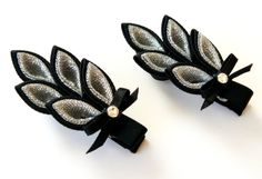Kanzashi hair clip. Set of 2 hair clips. Black and by JuLVa