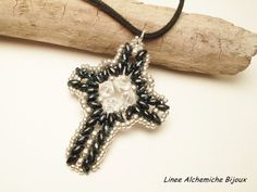 SuperDuo and Swarovski TUTORIAL Latin cross  by LineeAlchemiche.
