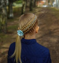 """628 curtidas, 37 comentários - Hilde (@studiohilde) no Instagram: """"Diagonal feathered five strand ribbon braid . Beautiful bow from @tuppene . . . . . #braid…"""" Try On Hairstyles, Little Girl Hairstyles, Bride Hairstyles, Ribbon Braids, Girls Braids, Hair Jewelry, Hair Looks, Hair Trends, Hair Makeup"""