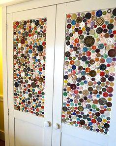 Portes de placard décorées de boutons coplorés - Button-cupboard