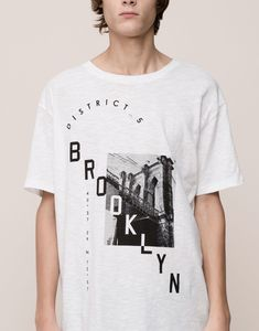 The most comfortable look with Autumn Winter 2017 T-shirts for men at PULL&BEAR. Find our polo shirts, tank tops and V- neck or oversized T-shirts for men. Mens Polo T Shirts, Mens Cotton T Shirts, Mens Tees, T Shirts For Women, Shirt Men, Custom T Shirt Printing, Printed Shirts, Camisa Polo, Sport T Shirt