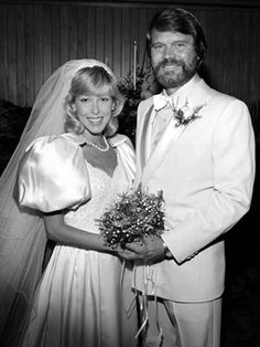 Glen Campbell and Kimberly Woolen were married in Phoenix on Oct. 25th 1982. Glen Campbell has been married four times and is the father of five sons and three daughters, ranging in year of birth from 1956 to 1986.