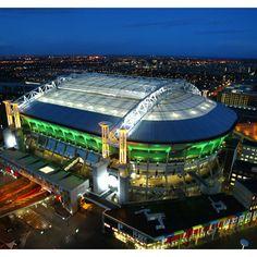 Dit is de Amsterdam Arena. Het mooiste stadion van Nederland. Ajax is mijn clubbie