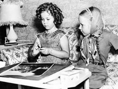 Shirley Temple entertains Mary MacArthur, daughter of Helen Hayes and Charles MacArthur, Sept. 6, 1937.