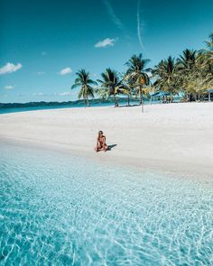 If you were stranded on a deserted island with anyone in the world, tag who would it be? 👀 🌴 #haylsapresets