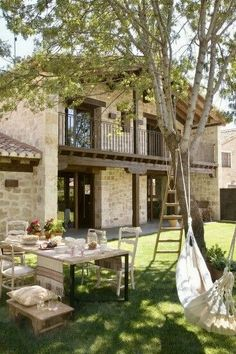 #Rσɱαŋʈιc #Exʈɛɾισɾs Country House Interior, Country Houses, Rustic Houses, Rancho, Country Patio, Rustic Patio, Trim Color, Exterior Design, Patio Design