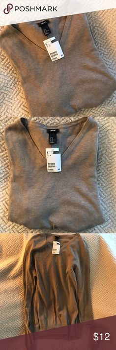 H&M Men's V-Neck Sweater H&M NWT pullover v-neck sweater. Taupe color. Never been worn, was a gift so price on tag is cut off. I have several M men's sweaters bundle & save!! H&M Sweaters V-Neck